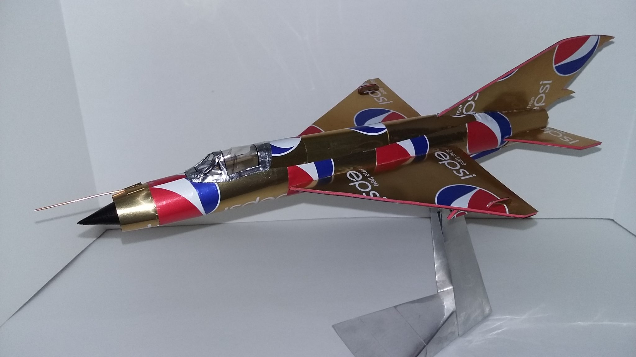 soda can airplane Mig 21